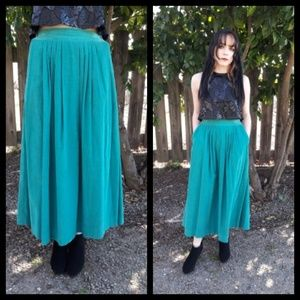 Vintage 80's teal corduroy skirt with pockets!